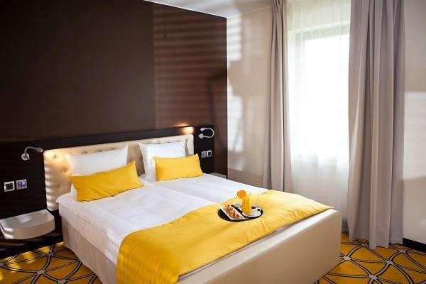 łóżko małżeńskie w hotelu Eclipse