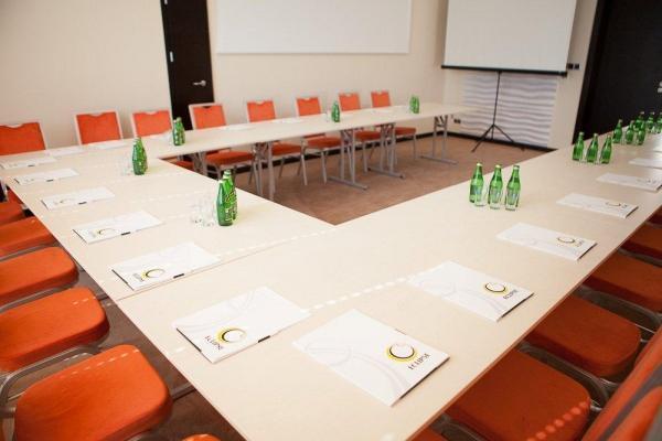 sala przygotowana na konferencję