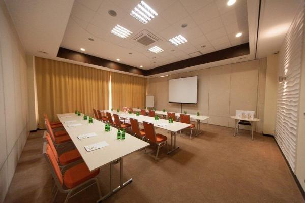 klimatyzowana sala konferencyjna