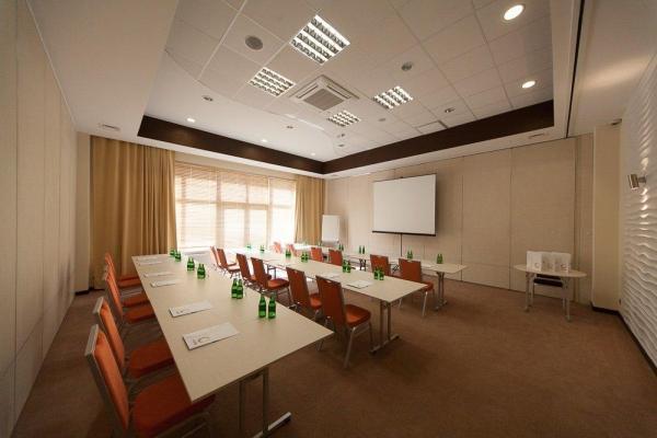 profesjonalnie przygotowana sala konferencyjna