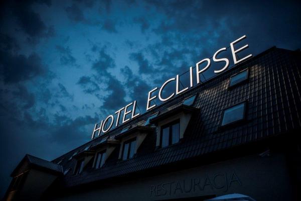 hotel Eclipse - napis na dachu